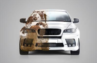 Lavare l'auto nell'autolavaggio